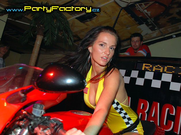 Mega racing party
